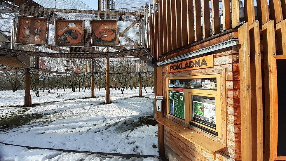3D bludiště a rozhledna v parku Šibeník v Mostě, kde vznikne objekt s občerstvením a toaletami.