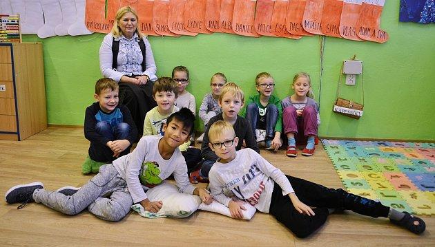 Žáci 1.B Základní školy Braňany střídní učitelkou Marií Bunešovou
