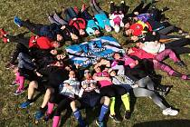 Poslední březnovou neděli se konal běh, na který účastníci mohli donést krémy pro děti s ichtyózou. Sbírku krémů organizuje Maruška Žampachová
