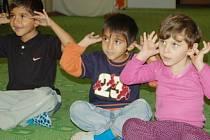 Děti z klubu Sovička si zatím mohou hrát, co s nimi bude příští rok, záleží na tom, zda charita sežene peníze.