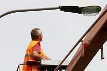 V Mostě bude víc pouličních lamp.