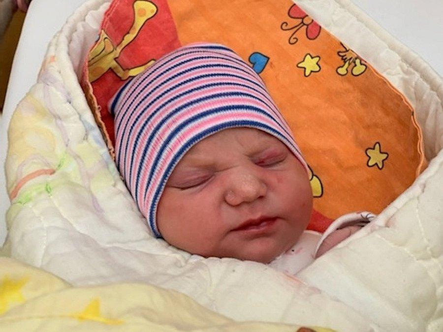 Emma Hrdličková se narodila Radce a Jakubovi Hrdličkovým 29. října v 1.14 hodin. Měřila 52 cm a vážila 3,54 kg.