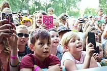 Hudební festival Rozmarné léto na Benediktu v Mostě.