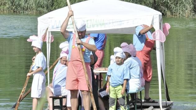 V Patokryjích se o víkendu konalo zábavné odpoledne s názvem Patokryjská vlna. Součástí byla i neckyáda.
