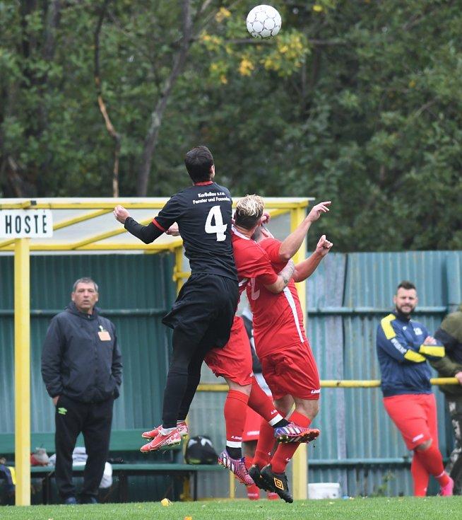Meziboří (v černém) v domácím zápase s Blažimí.