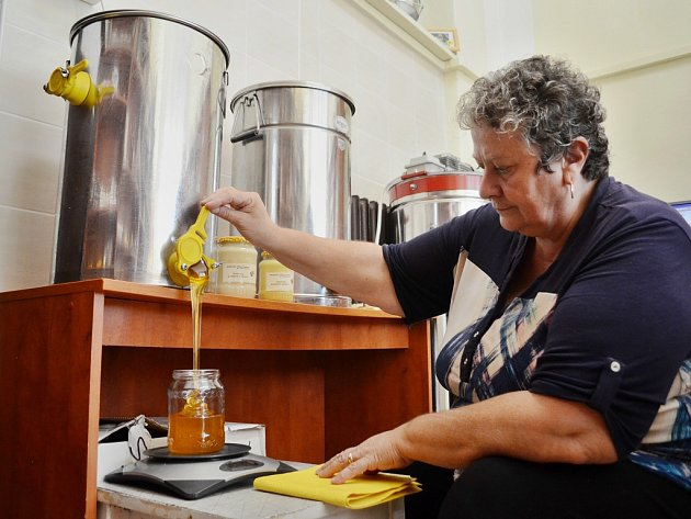 Prodejna medu a včelařských produktů v Mostě