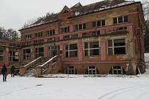 Takto dnes vypadají budovy v areálu bývalé polikliniky.