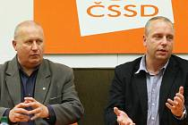 Oldřich Bubeníček (KSČM) a Petr Benda (ČSSD).