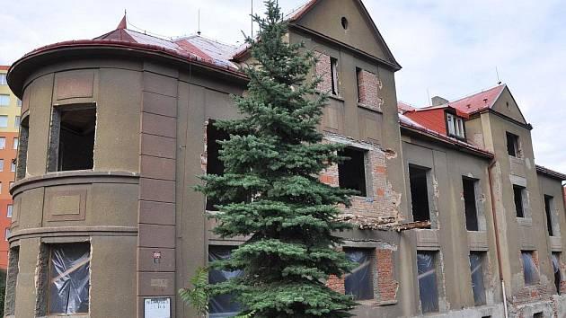 Bývalá školka má být přestavěná na byty.