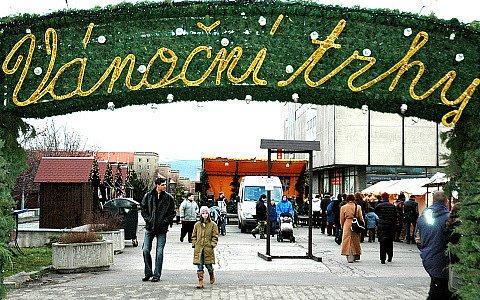Vstup na mostecké vánoční trhy.