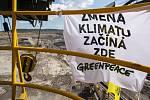 Aktivisté druhý den na rýpadle v dolu Vršany