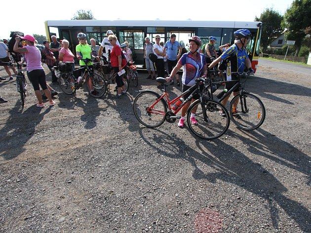 Sraz turistů a cykloturistů.