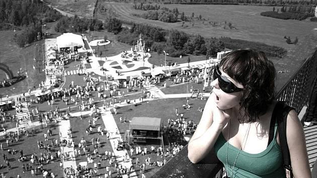 Mostecké slavnosti v roce 2008 pohledem z věže kostela.
