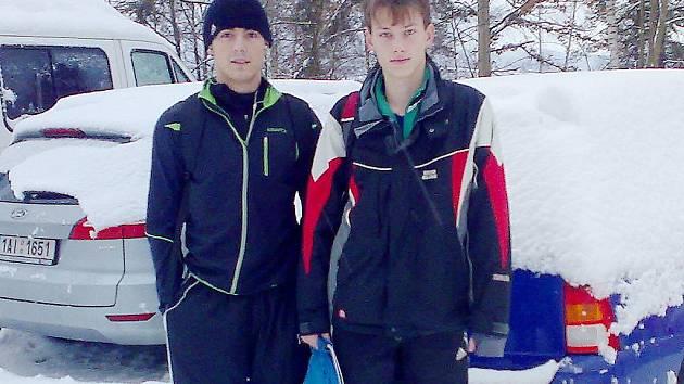 Mostečtí atleti zleva Lukáš Kondr a Dominik Canini na přeborech Libereckého kraje.