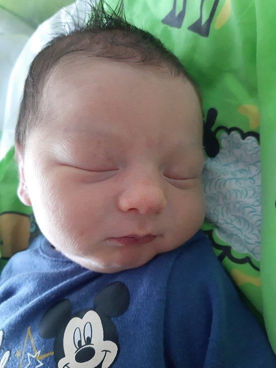 Matyáš Ondřej se narodil mamince Lucii Vávrové z Mostu 15. května v 1.20 hodin. Měřil 52 cm a vážil 3,5 kilogramu.