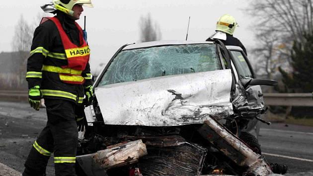 Tři zraněné si vyžádala hromadná nehoda u Komořan