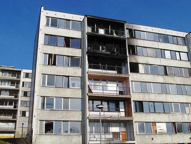 Starší shořelé byty v Janově.