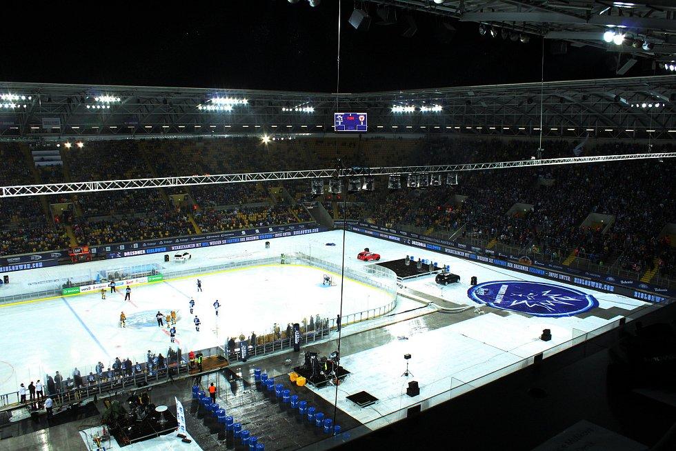 Hokej pod širým nebem v Drážďanech.