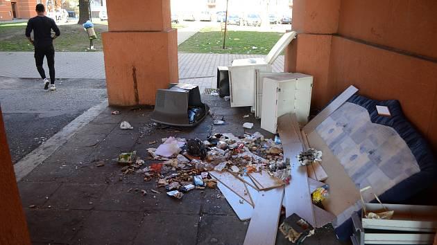 Odpad a nepořádek v Mostě.