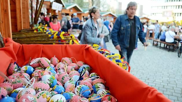 Vysokou návštěvnost měl v roce 2019 díky slunečnému počasí Velikonoční jarmark na 1. náměstí v Mostě, který trval šest dní.