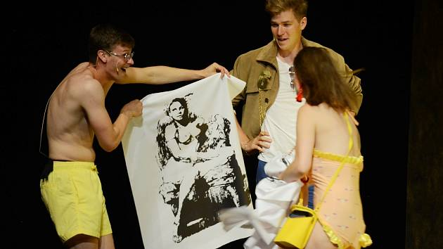 Zkouška z thrilleru Talentovaný pan Ripley v režii Lukáše Kopeckého v mosteckém divadle