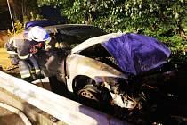 Požárem auta skončila honička v Litvínově v srpnu 2012. Dva muži tehdy ujížděli policii a po nehodě z auta utekli.