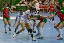 Mostecká Dominika Zachová (uprostřed) v zápase s Portugalskem.