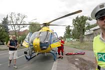 Na místo těžké dopravní nehody přilétl i lékařský vrtulník