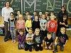 Žáci 1. B Sportovní soukromé základní školy Litvínov s třídní učitelkou Petrou Michalcovou a asistentkou Radkou Messnerovou.