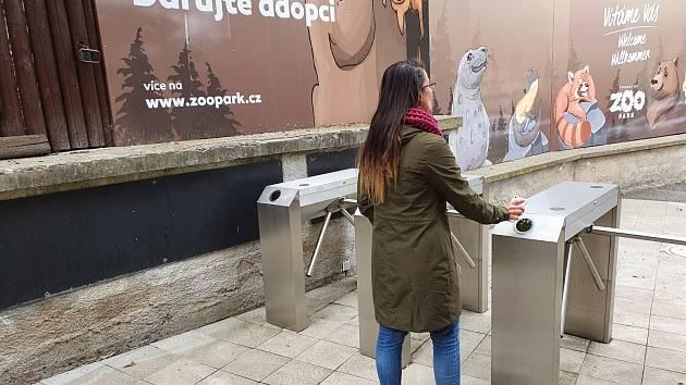 Po šesti týdnech nuceného uzavření se chomutovský zoopark od pondělí 27. dubna znovu otevírá lidem.