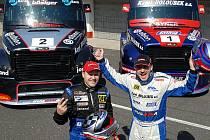 David Vršecký a Markus Bösiger před svými novými vozy – Markus má nyní černo-stříbrný tahač.