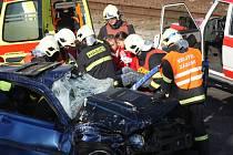 Dopravní nehoda pod mosteckým Hněvínem