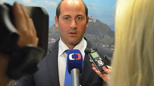 Primátor Mostu Jan Paparega považuje rozhodnutí vlády za neochotu řešit letitý problém.
