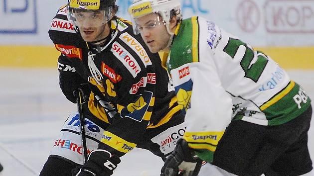 Litvínov (vlevo Hübl) padl s Vary 0:2.