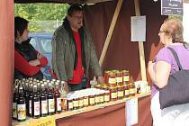 Med, medovina a další výrobky z medu.