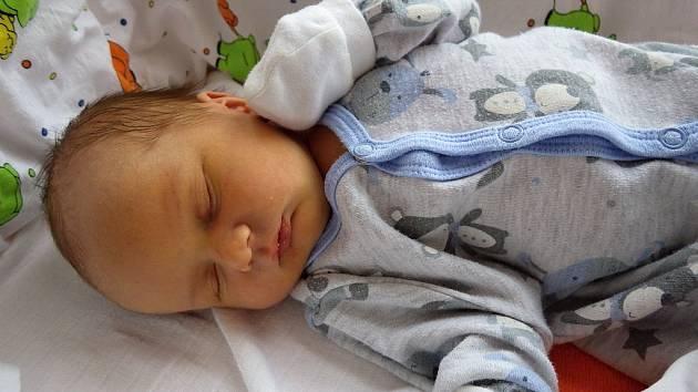 Matěj Švambera se narodil mamince Kamile Švamberové z Mostu 31. prosince 2017 v 18.33 hodin. Měřil 50 cm a vážil 3,44 kilogramu.