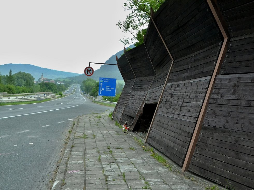 Tak vypadalo v pondělí 10. července místo u Obrnic, kde havarovaly dvě dívky