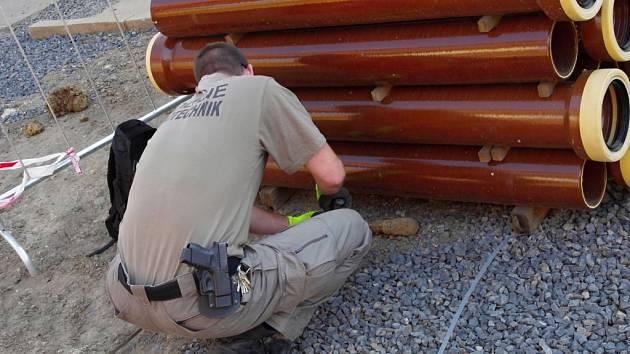 Policejní pyrotechnik předmět z místa raději odvezl, pak zjistil, že jde o neškodný kus železa.