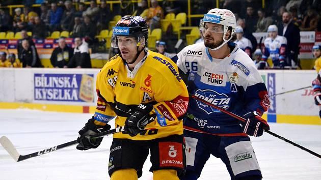 Jakub Petružálek (ve žlutém) v posledním domácím zápase s Brnem.