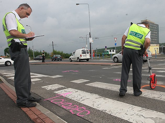 Policisté na místě nehody.