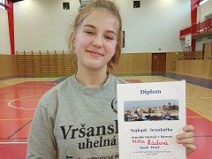 Eliška Řádová s oceněním pro nejlepší brankářku turnaje. Ve skutečnosti Řádová hraje v poli.
