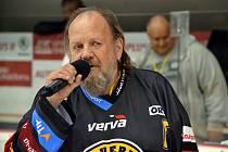 Heja, heja Litvínov! Lešek Semelka po 25 letech zazpíval na zimáku litvínovskou hymnu.
