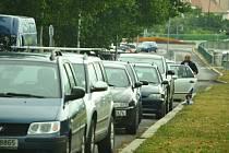 Parkování u Stovky, kde bylo zrušeno.
