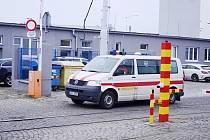 Sanity Dopravního podniku měst Mostu a Litvínova vozí pacienty také do dialyzačního střediska NephroCare Most v ulici Moskevská, kde se léčí lidi s vážnou poruchou ledvin