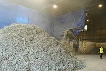 Drtič vybraného odpadu v areálu litvínovské firmy Celio, ze kterého se vyrábí alternativní palivo šetřící uhlí.