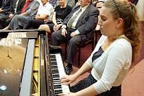 Mezi podpořené studenty patřila v minulosti i mostecká klavírní virtuozka Marie Al-Ashabová.