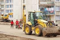 Oprava chodníků v Chanově.