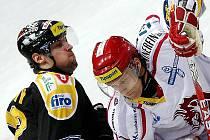 Bude to boj. Litvínov (v černém) ve středu a ve čtvrtek hraje doma proti Třinci.