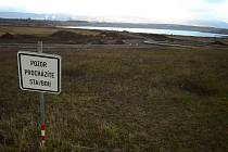 Jezero Most je stále zavřené, ale krajina se staveništi láká k procházkám
