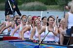 V rekreačním areálu Matylda v Mostě v sobotu večer skončil 8. ročník dvoudenních závodů dračích lodí.